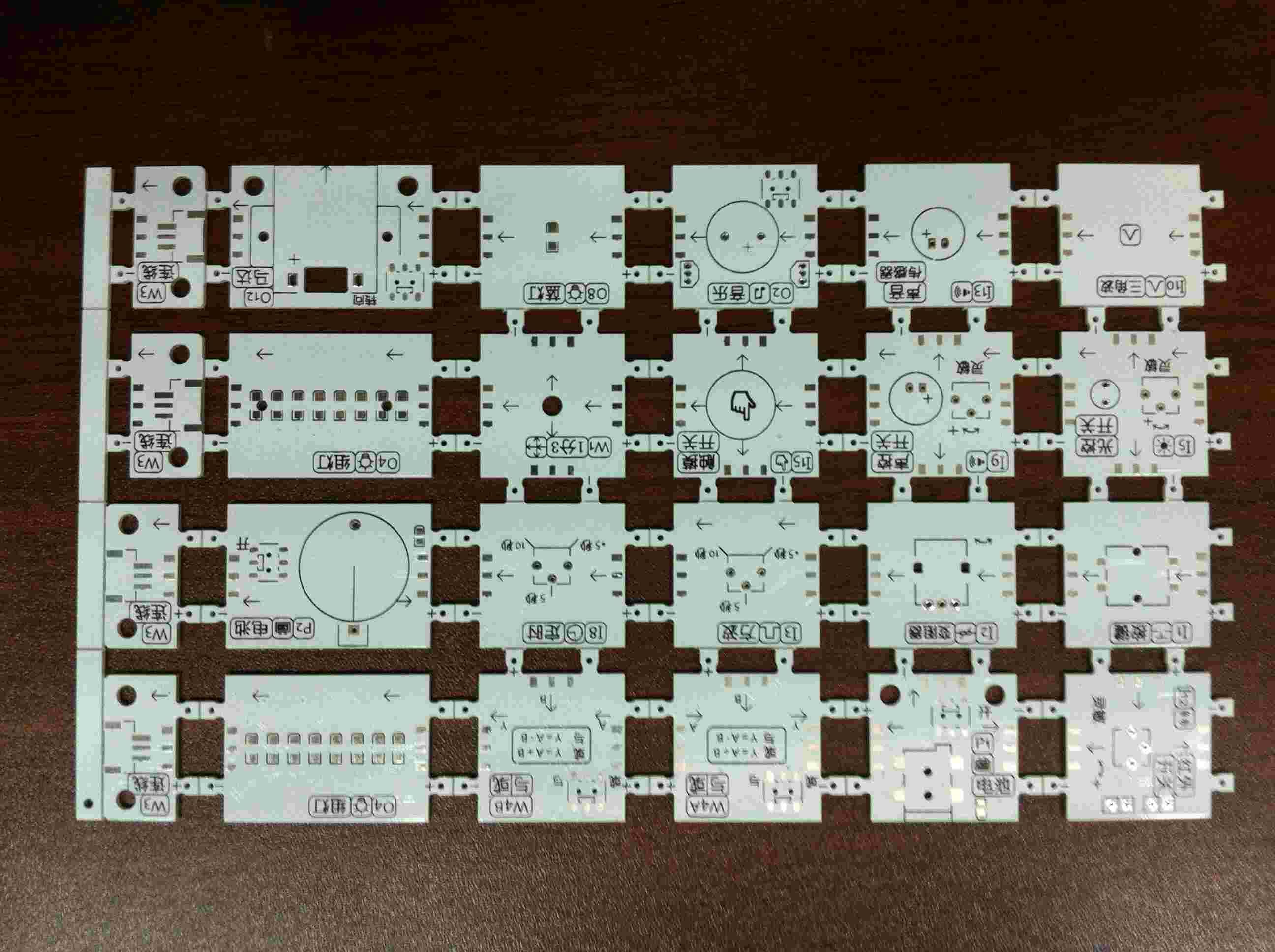 首页 非ic 印刷电路板(pcb) > 供应  白色阻焊拼板
