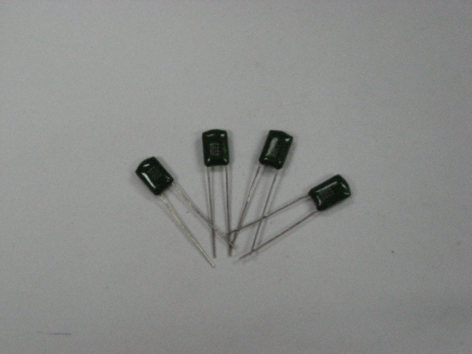 CL11聚酯膜电容器 CL111200V332 HY
