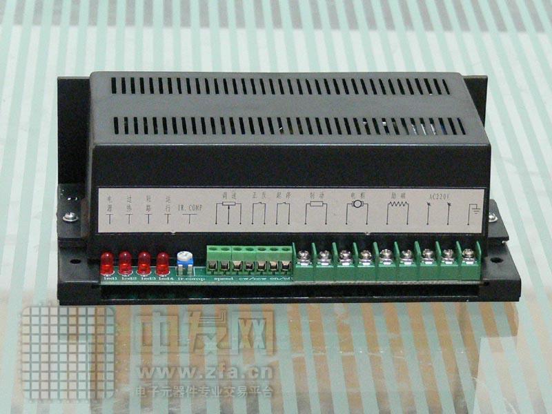 直流电动机调速电源 SK直流电动机调速电源为永磁式电动机和电磁式电动机兼用的调速电源。输入电压为 220VAC 。输出电压为 220VDC (可调)和 110VDCDC (可调)。输出电流为 2--16ADC 。功率由 400W 到 1200W 不等。可配用 400W 到 1200W 直流电动机。运行方式:持续。为针对功率调节元件运行条件最为严酷的特点,大功率电源( SK-1200 )具有温控风扇冷却系统。当功率调节元件的运行温度升高到一定温度时(可调),风扇冷却系统自行启动。冷却功率调节元件,使调速电源